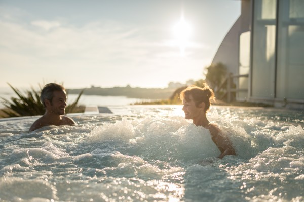 France, Morbihan (56), Quiberon, jacuzzi du Sofitel Quiberon Thalassa Sea and Spa // France, Morbihan, Quiberon, jacuzzi of Sofitel Quiberon Thalassa Sea and Spa