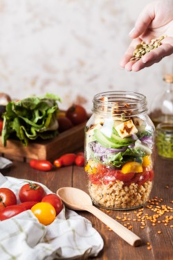 Salad jar @m.medvedeva-unsplash