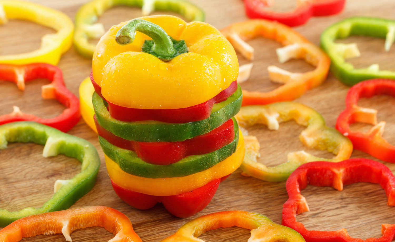fresh sliced bell peppers @123RF